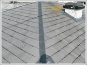 屋根が老化して隙間が出来ている